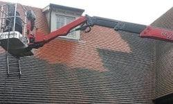 vies dak reinigen met hoogwerker